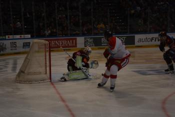 Podívejte se na obrázky z hokejového duelu z O2 arény, kde Sparta málokdy vyhrává ...