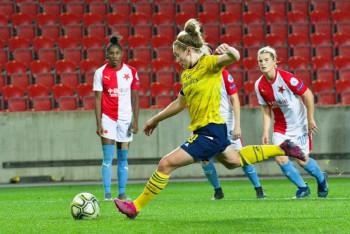 Odezírali jsme z obrázků pořízených při zápasu fotbalistek Slavia - Arsenal 2:5