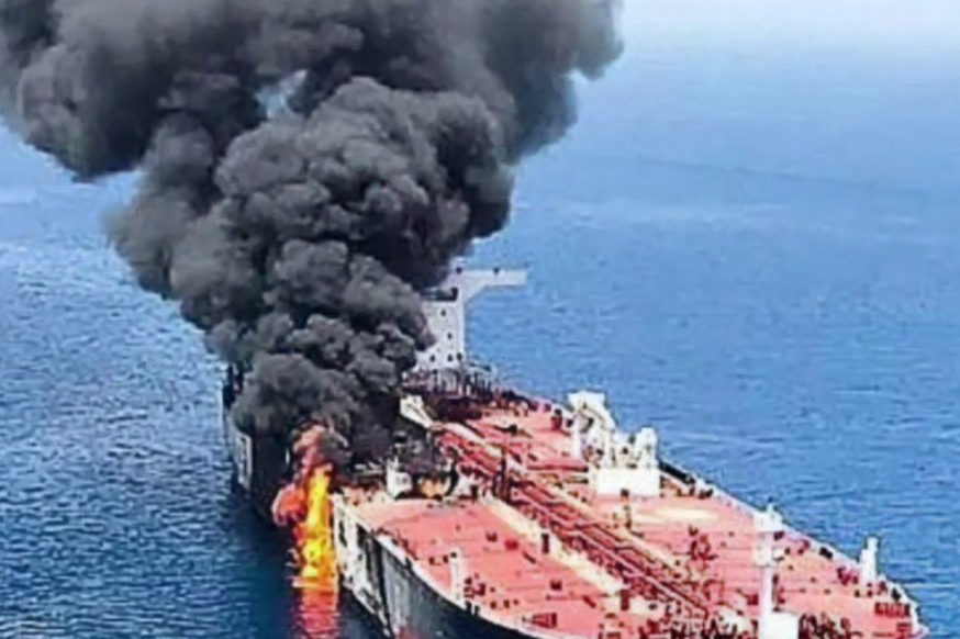 Výbuch lodi v Ománském zálivu: Další falešná vlajka proti Íránu?